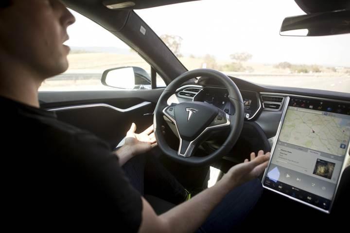 Elon Musk'a göre 10 yıl içinde satılan tüm araçlar otonom olacak
