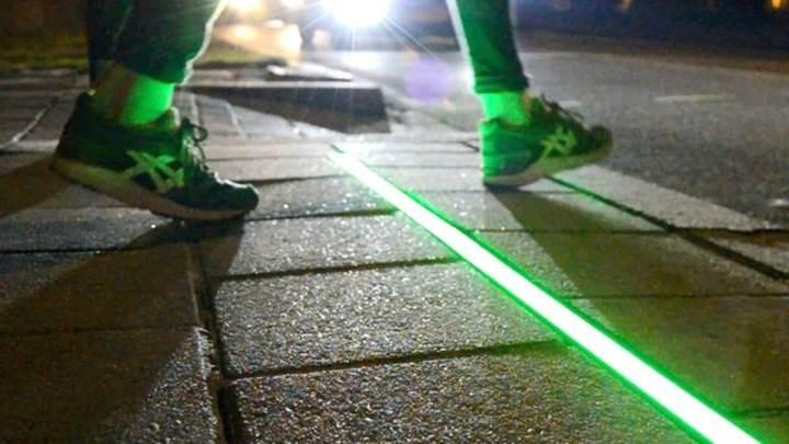 Hollanda'da akıllı telefon bağımlılarına özel yeni trafik ışıkları test ediliyor