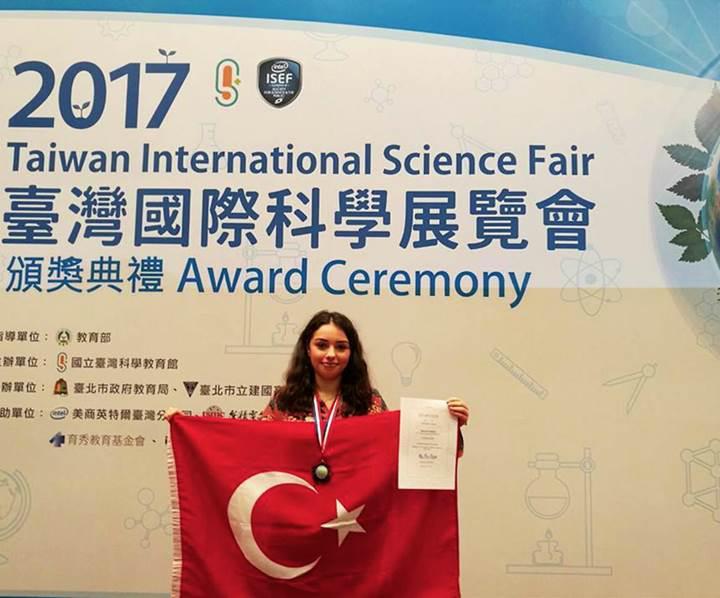 Türk lise öğrencisi Tayvan'daki bilim yarışmasında dünya ikincisi oldu