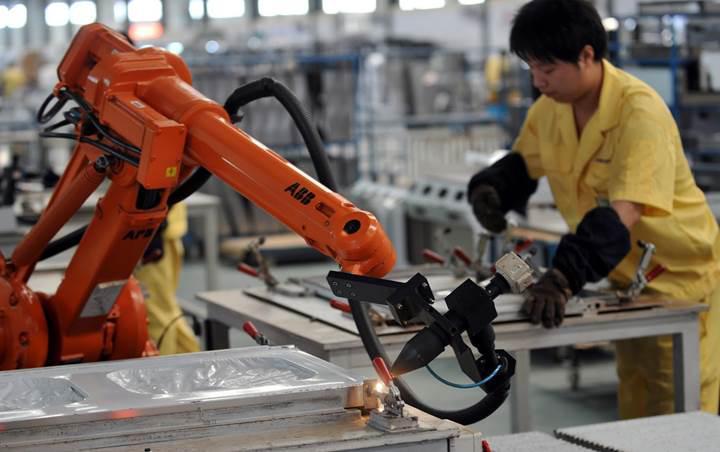 Bill Gates, robot işçi kullananların vergi ödemesi gerektiğini düşünüyor