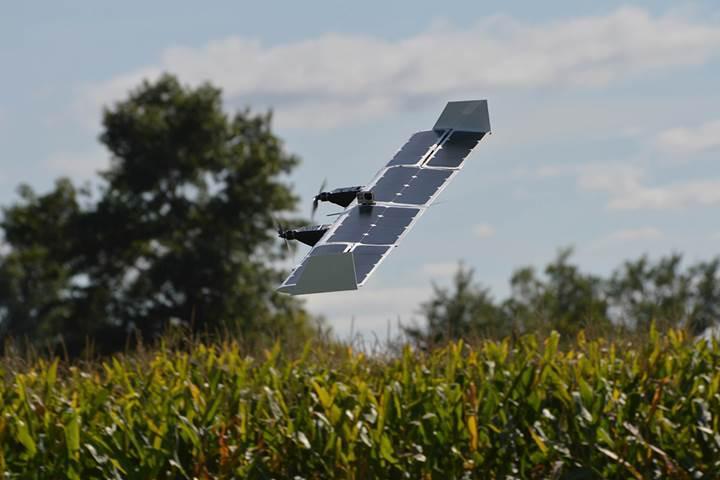 Helikopter gibi havalanan uçak gibi uçan drone