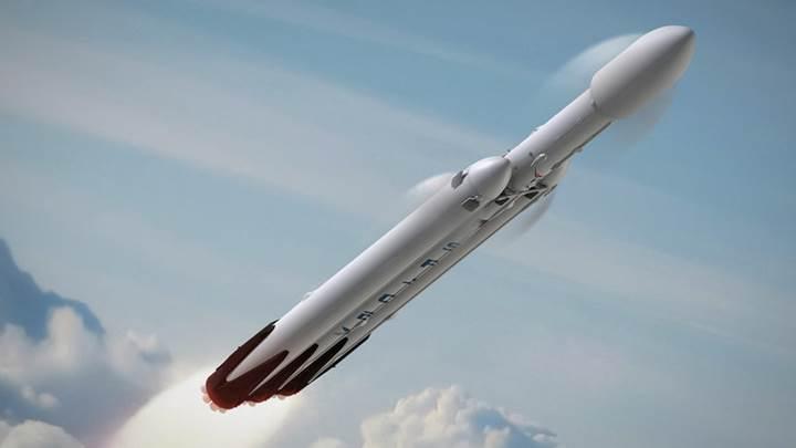 Elon Musk'tan son dakika: SpaceX, 2018'de Ay yörüngesine insan gönderiyor!