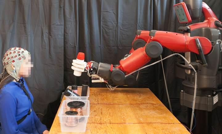 MIT'nin geliştirdiği yeni sistem robotların beyin ile kontrolünü kolaylaştıracak