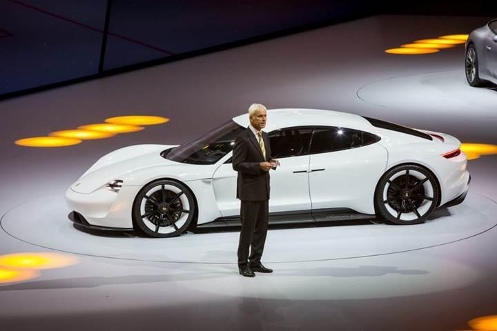 Porsche, Tesla'nın yolundan gidecek: Mission-E'den haber var!