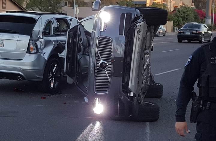 Uber'in otonom aracı kaza yaptı: Şirket test sürüşlerini askıya aldı