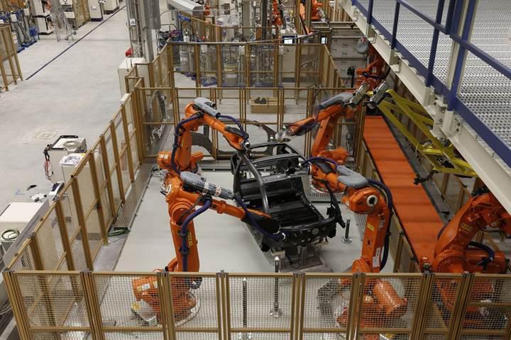 İnsanları işinden eden robotlar, ücretleri de düşürüyor