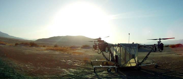 Uçan ve kapıya kadar teslimat yapan robot