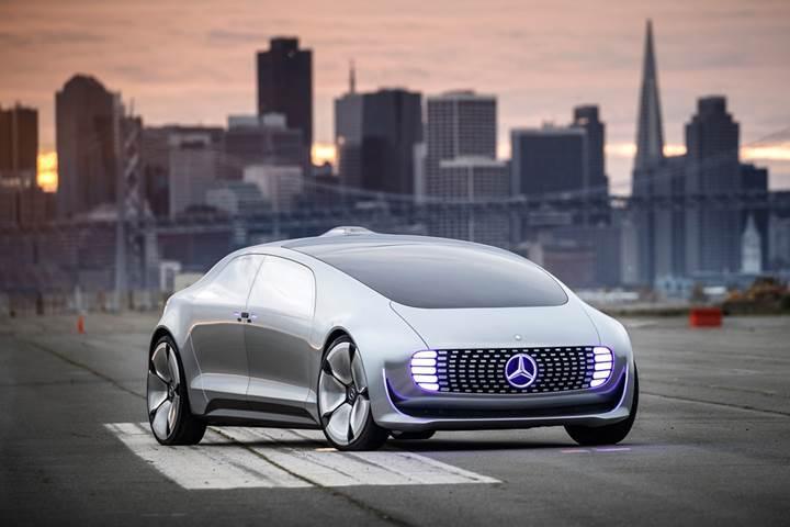 Mercedes, 10 sene içerisinde sürücüsüz otomobil üretebileceğini düşünmüyor