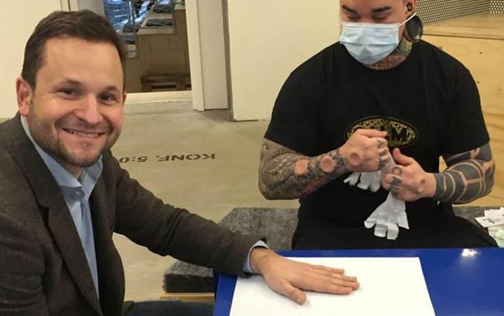 İsveçli şirket tüm çalışanlarına çip takmaya başladı