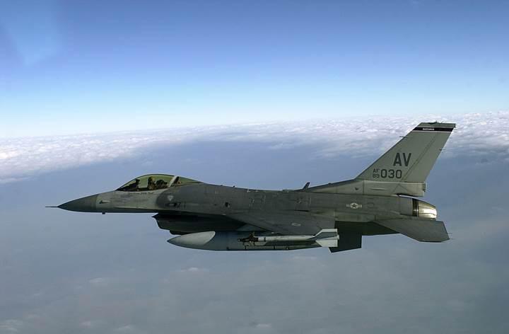 Air Force'un geliştirdiği pilotsuz F-16, karadaki hedefleri başarıyla vurabiliyor