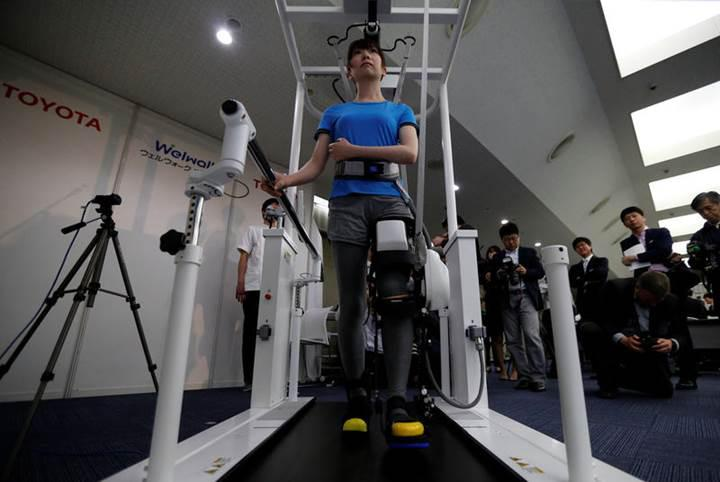 Toyota'dan yürümeye destek amaçlı robotik bacak