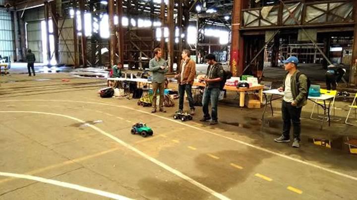 Google çalışanlarının yeni hobisi: Otonom oyuncak araba yarışı