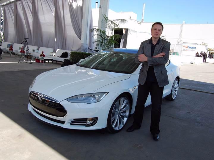 """Elon Musk'ı kızdırdılar: """"Gidin Ford hissesi alın!"""""""