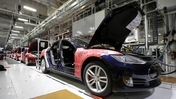 Tesla Model 3 siparişlerini yetiştirmek için riskli bir üretim modeli kullanacak