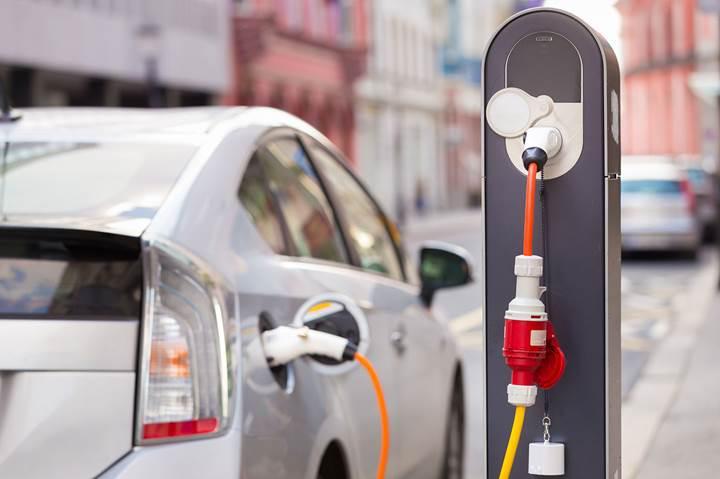 Elektrikli otomobillerin hızını artıracak batarya