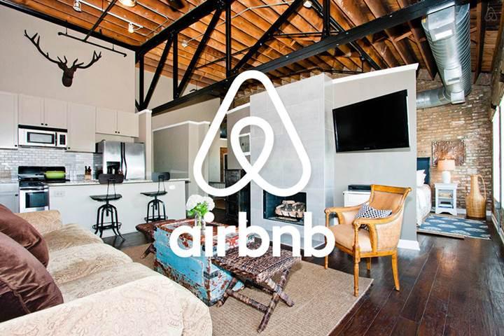 İstanbul'da Airbnb kullanan turistler polis tarafından evden çıkarıldı