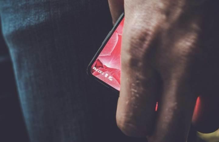 Android'in kurucusunun çok gizli telefonuna esrarengiz bir aksesuar geldi