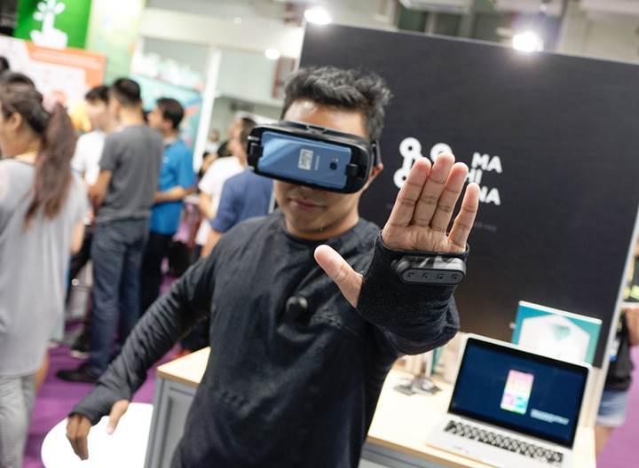 """VR destekli giysi ile sanal gerçeklik hiç olmadığı kadar """"gerçek"""""""