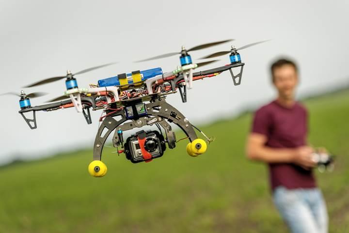 Senkronize hareket edebilen dronelar üretildi