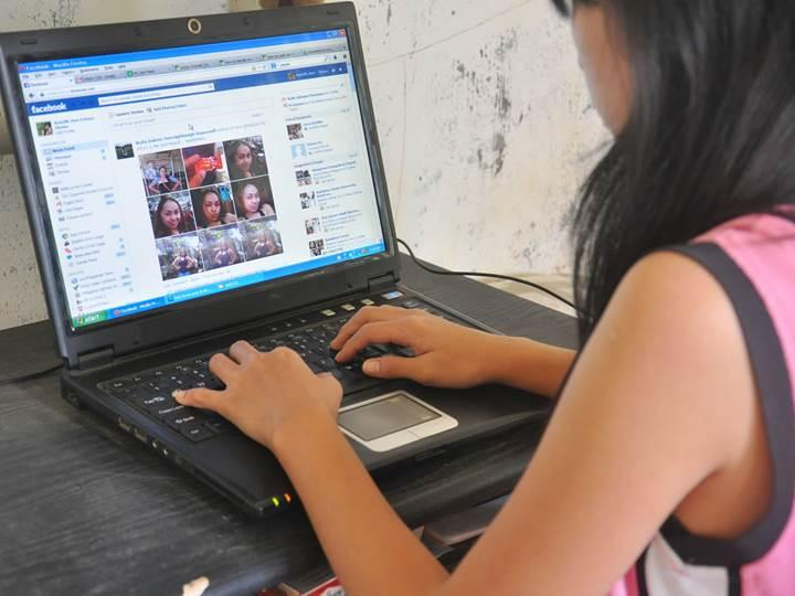 Facebook web kamerası aracılığıyla kullanıcıları gizlice izleyebilir