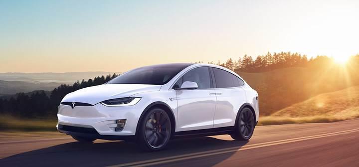 Tesla'nın otomatik pilot özelliğine güncelleme geldi