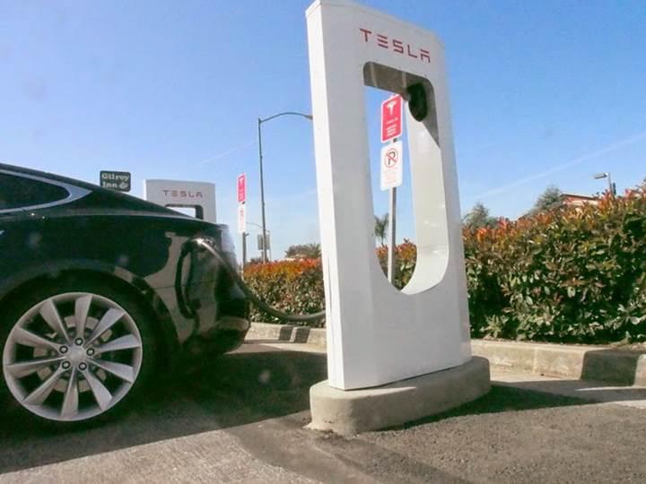 Tesla süperşarj ağını diğer markalara açabilir