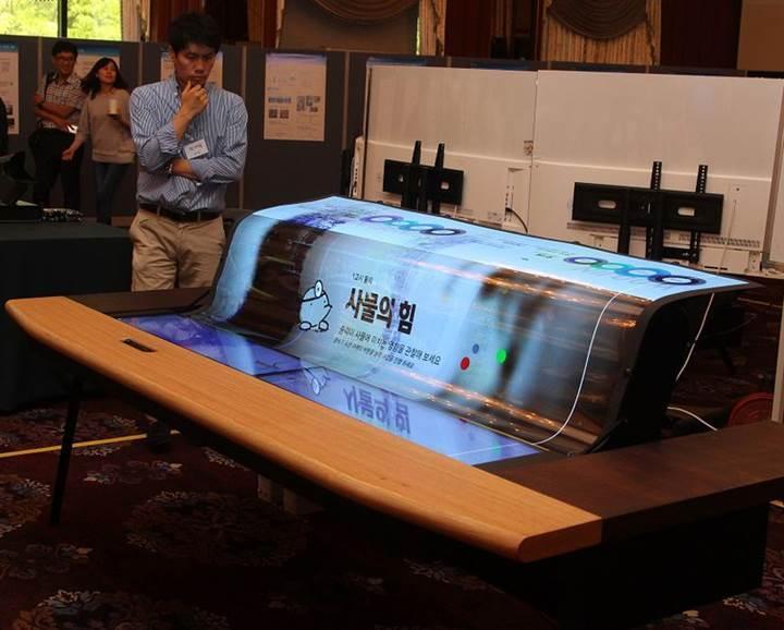 LG dünyanın ilk esnek ve şeffaf 77 inç OLED ekranını duyurdu