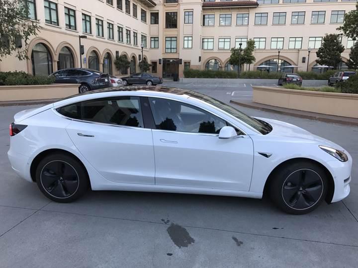 Tesla Model 3'ün final tasarımını gösteren fotoğraflar ortaya çıktı