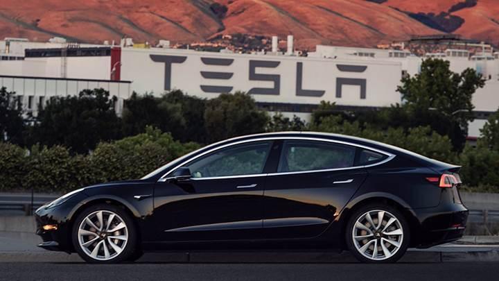 Elon Musk paylaştı: İşte üretilen ilk Model 3