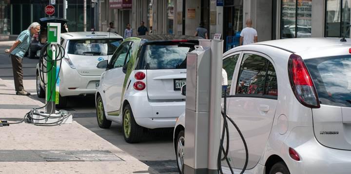 Otomobil üreticileri Çin'den elektrikliye geçişi yumuşatmasını istiyor