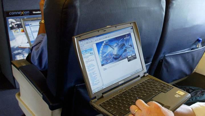 İngiltere de uçaklarda elektronik yasağını kaldırıyor