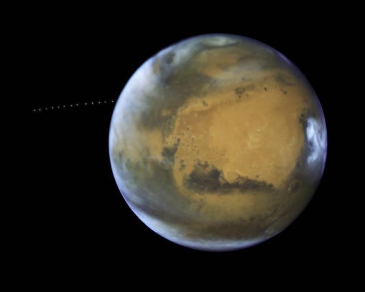 Hubble, Mars ve uydusu Phobos'u işte böyle görüntüledi
