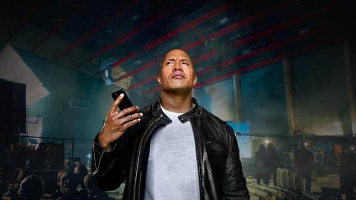 Apple'dan Dwayne Johnson'lı aksiyon filmi tadında Siri reklamı