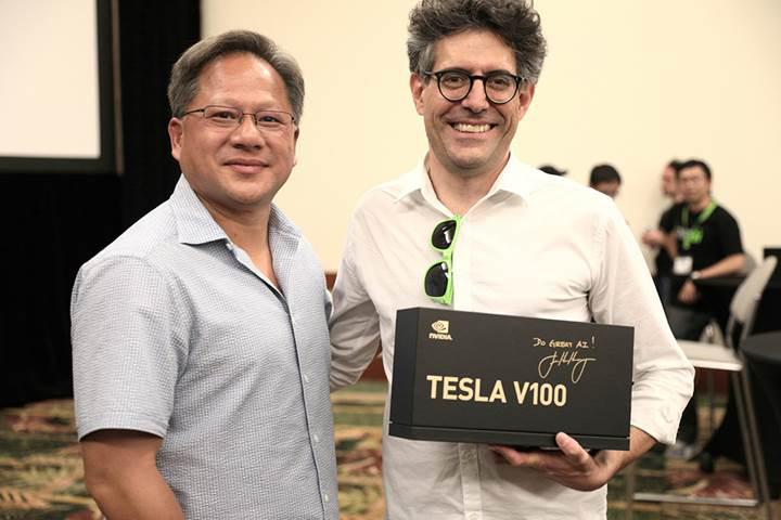 Nvidia CEO'sundan yapay zeka araştırmacılarına Tesla V100 hızlandırıcısı