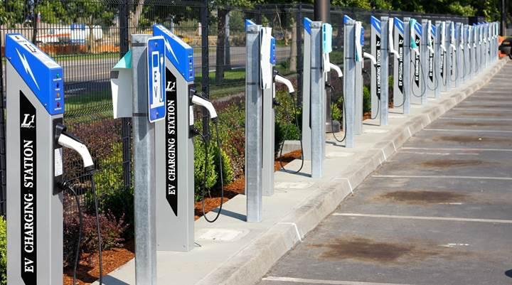 Avustralya dünyanın en uzun elektrikli araç yollarından birisini inşa ediyor