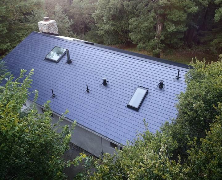 Tesla'nın 'güneş çatıları' ilk kullanıcılarıyla buluştu