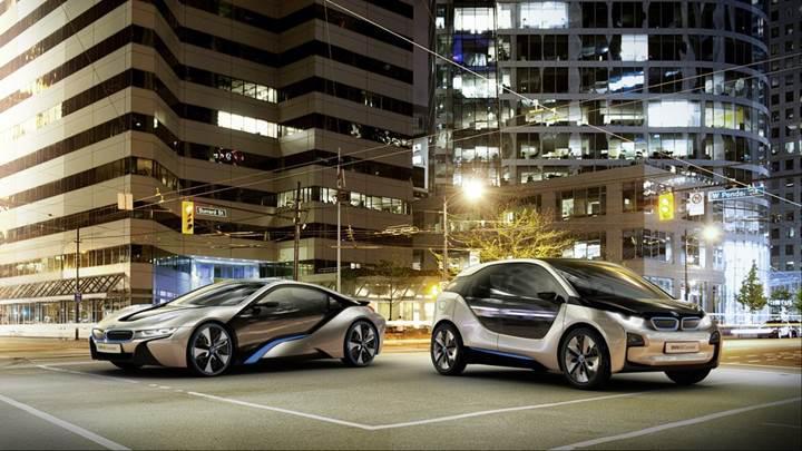 BMW, dört kapılı sedan bir 'i' modeli üzerinde çalışıyor