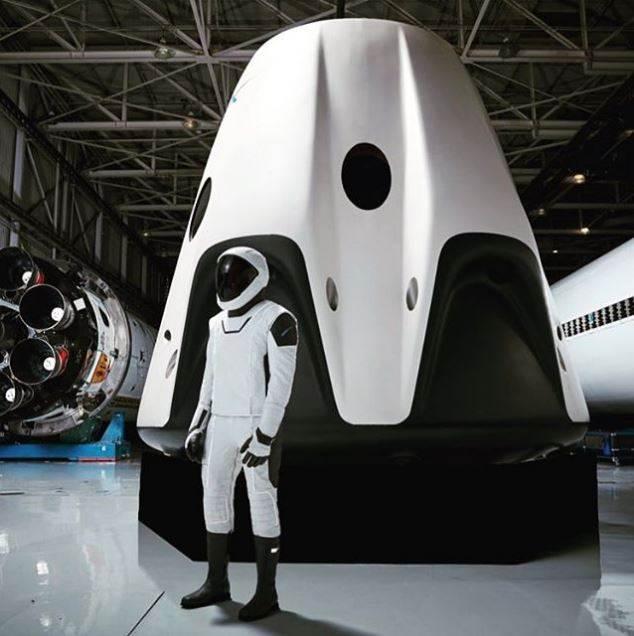 Elon Musk'ın fütüristik uzay giysisine bir de böyle bakın