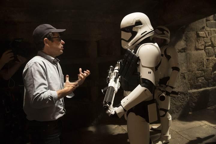 Star Wars: Episode IX'u yazıp yönetecek isim belli oldu