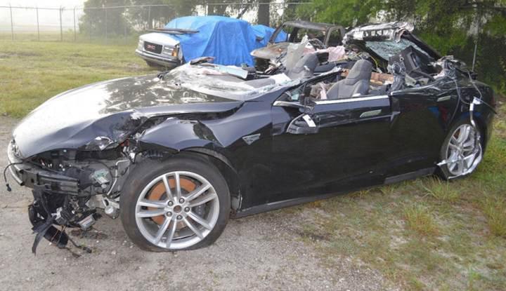 Tesla'nın ölümlü kazasıyla ilgili soruşturma tamamlandı: Sürücü ve teknoloji kusurlu