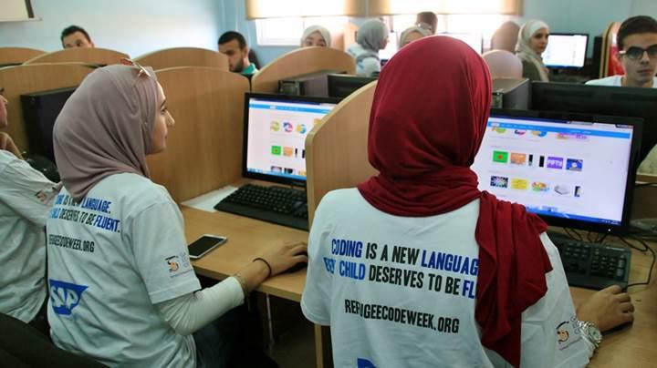Ülkemizdeki mültecilere ücretsiz kod eğitimi verilecek