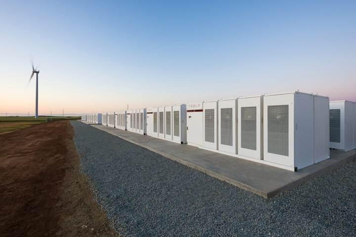 Tesla dünyanın en büyük bataryasını kuruyor: 100 günlük geri sayım başladı
