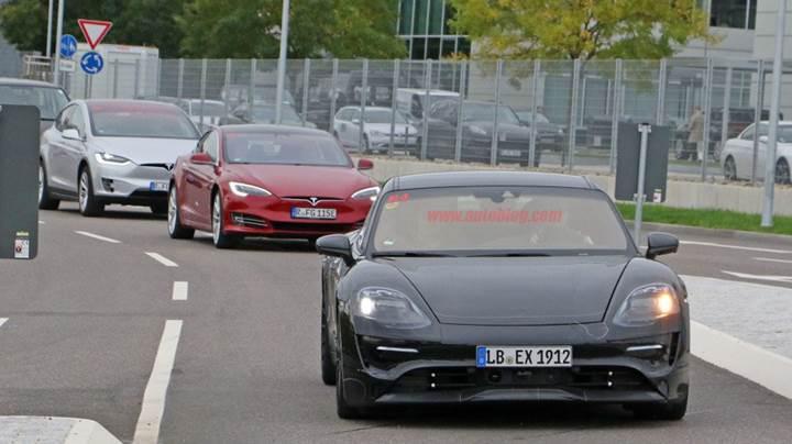 Porsche'nin elektrikli otomobili ilk kez gerçek yollarda görüntülendi