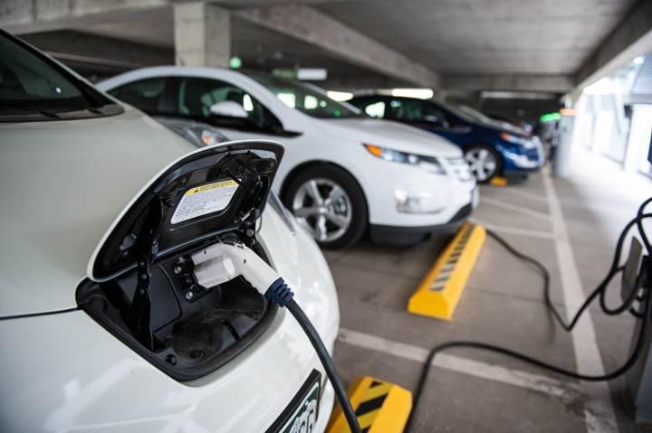 Hollanda, 2030 yılında benzinli ve dizel araçları yasaklayacağını onayladı