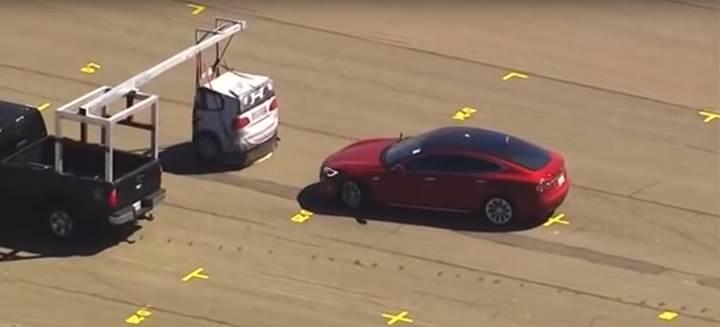Tesla, Autopilot 2.5 araçlarına güncelleme ile acil fren sistemini getirdi