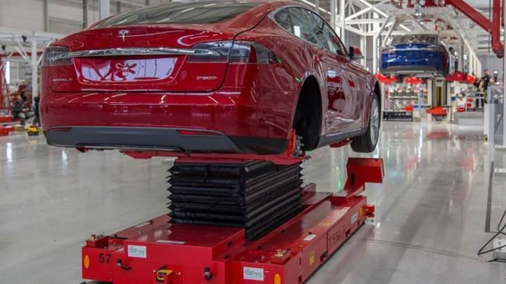 Tesla yüzlerce çalışanın görevine son verdi
