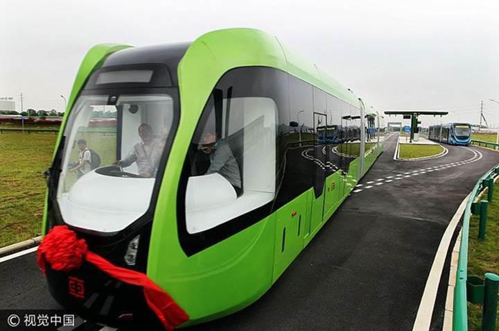Dünyanın ilk raysız treni denemelere başladı
