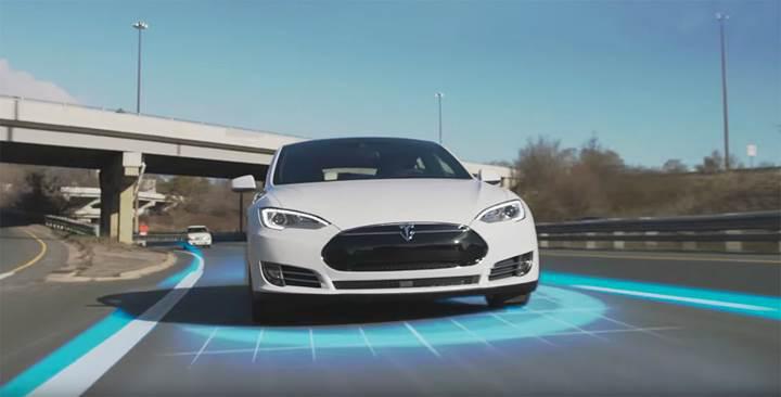 Tesla'nın yeni otomatik pilotu yolda