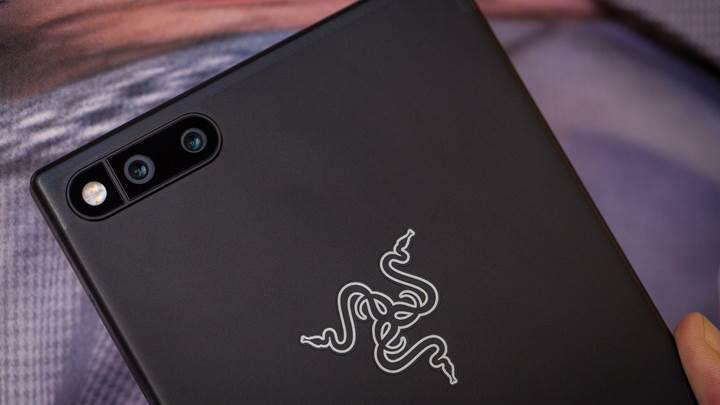 Razer'ın yeni oyuncu odaklı telefonu tanıtıldı! Razer Phone karşınızda