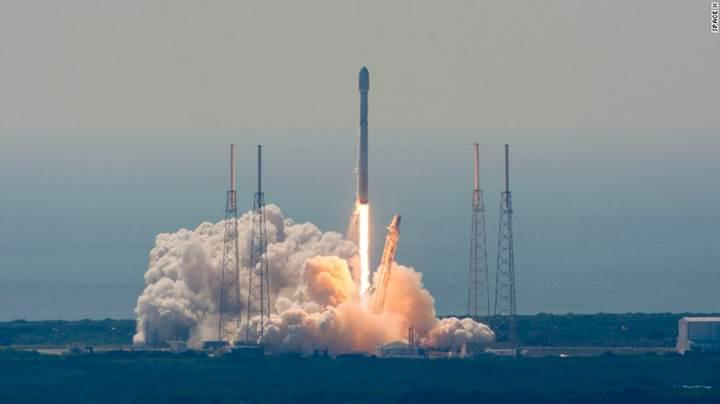 İngiliz milyarder Richard Branson'un yeni şirketi, SpaceX'e rakip olacak